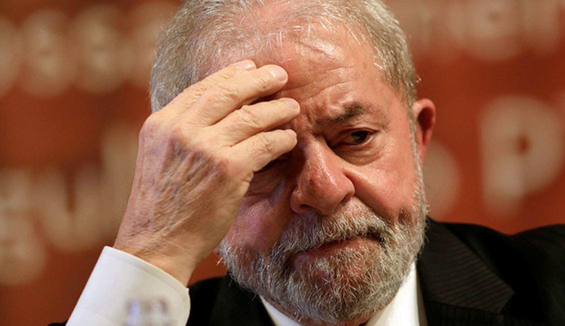 Luiz Inácio Lula da Silva, the charismatic leader, servant of the people