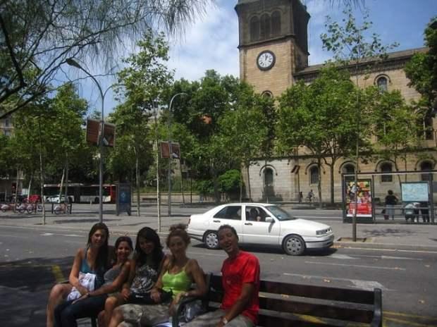 Barselona Üniversitesi Önü