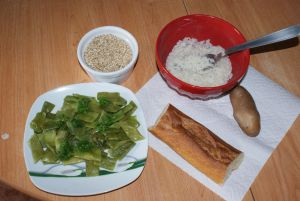 Plate of flat beans, a bowl with rice and another with crushed wheat, a potato and a piece of bread.