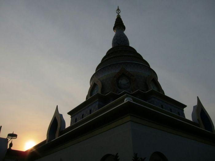 Wat Tha Ton at dusk