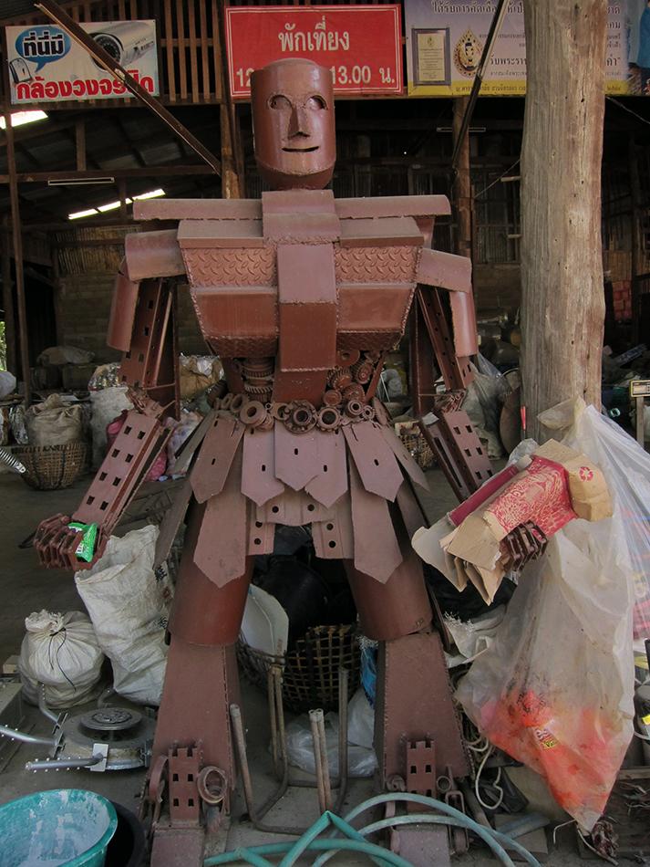 Trash, robots, chiang rai, mae sai,