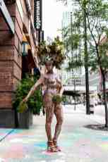 the living statue body painted live art outside the rndd gallery walk 2019 inside the eggersmann chicago showroom
