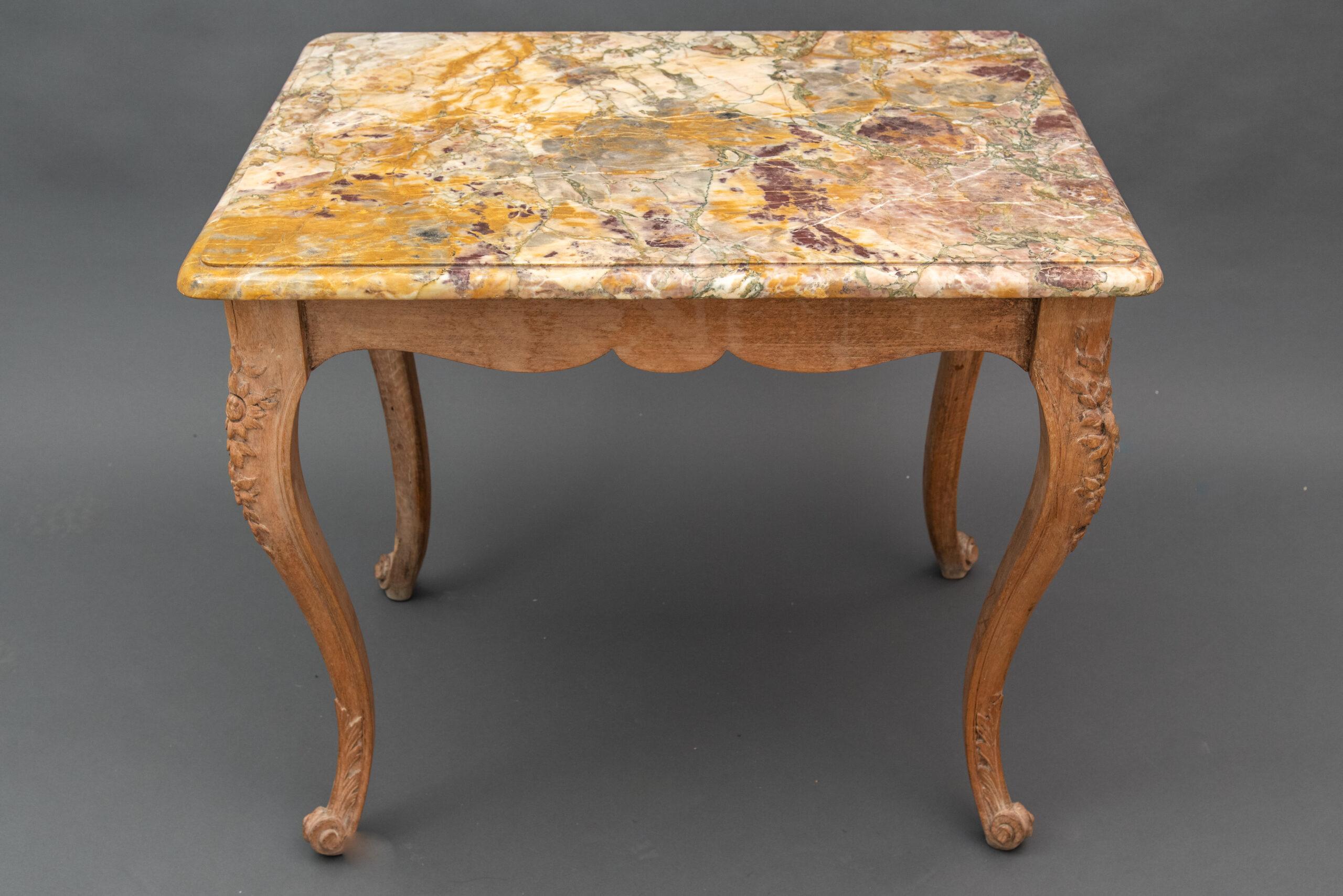 table francaise de milieu style louis xv