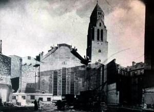 Vue de la façade postérieure de la première partie de l'église, après démolition de l'ancienne, 1936 (© AHAP, 1D- 3D).