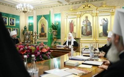 Священный Синод призывает к усиленной молитве о преодолении коронавирусной инфекции и о даровании сил борющимся с нею врачам