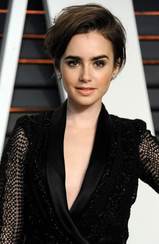 BEVERLY HILLS, CA - FEBRUARY 22: Actress Lily Collins attends the 2015 Vanity Fair Oscar Party hosted by Graydon Carter at Wallis Annenberg Center for the Performing Arts on February 22, 2015 in Beverly Hills, California. (Photo by Jon Kopaloff/FilmMagic)