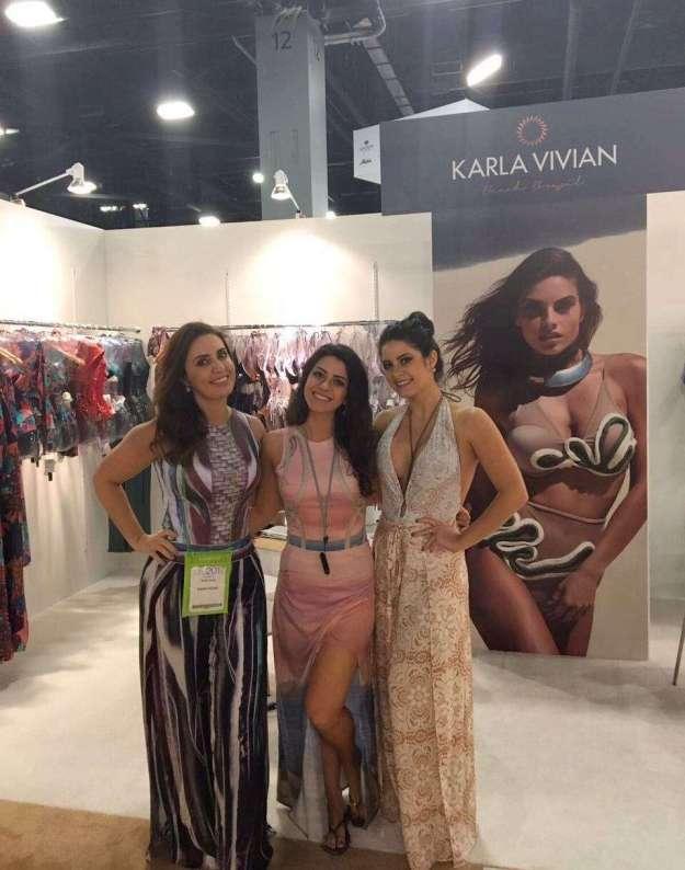 A estilista Karla Vivian e as filhas administradoras da marca Anna Júlia e Anna Flávia Cunha -Foto Divulgação -Xs Excesss Comunicação