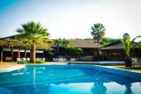 Além de piscina, o hotel oferece salão de jogos, spa e outras instalações - Foto: Divulgação