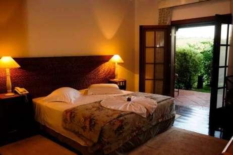 Hotel possui quartos confortáveis e muitas opções para relaxamento - Foto: Divulgação