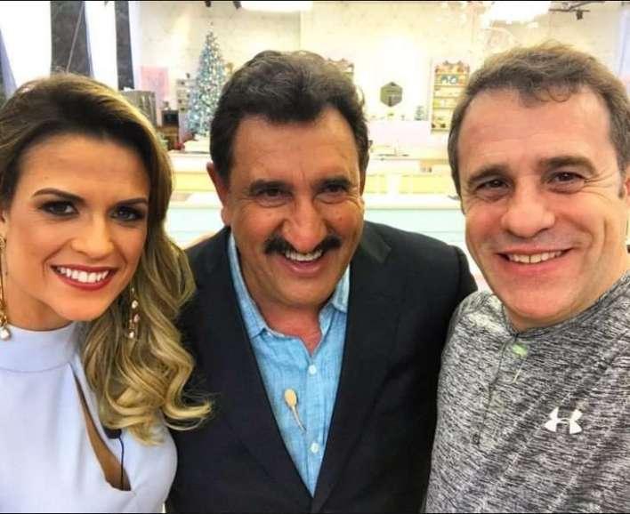 Foto Reprodução Facebook- Beca Milano, Ratinho e Diretor de Planejamento e Artístico do SBT Fernando Pelegio.