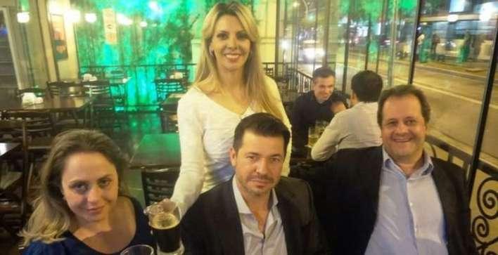 Junto com Tais estavam o Assessor da Subsecretaria de Assuntos Metropolitanos de São Paulo, Antônio Kunigelis Junior e o casal de empresários Adriano Vieira e Maria Paschoal Vieira