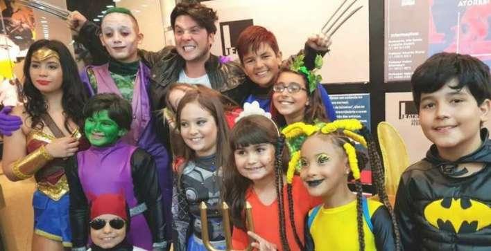 Sósia mirim de Sheron Menezes estreia espetáculo no Rio de Janeiro