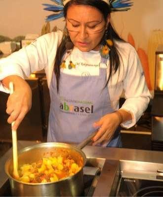 Chef-Kalymarakaya-Foto-Sérgio-Vignes-330x400 Title category