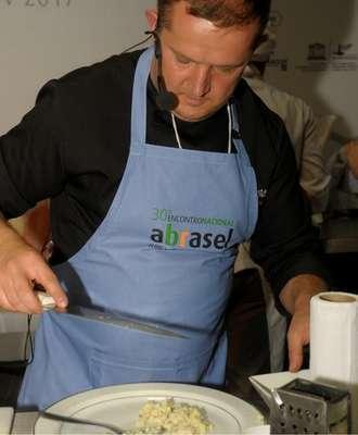 Chef-Luciano-Tomasini-Foto-Sérgio-Vignes-330x400 Title category
