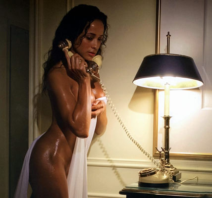 dania-ramirez-naked-room-23
