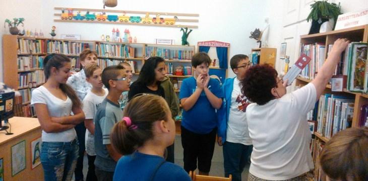 Könyvtárlátogatáson a 6. osztály