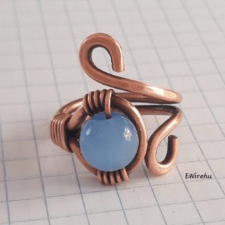 drótékszer kék gyöngyös réz gyűrű