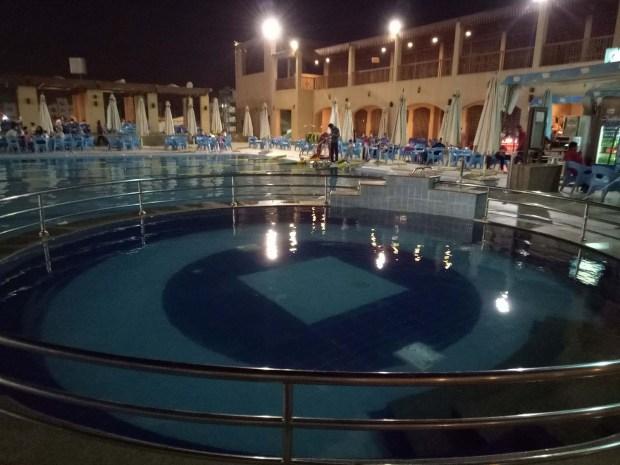 حمام السباحة الترفيهى نادى الزهور التجمع الخامس