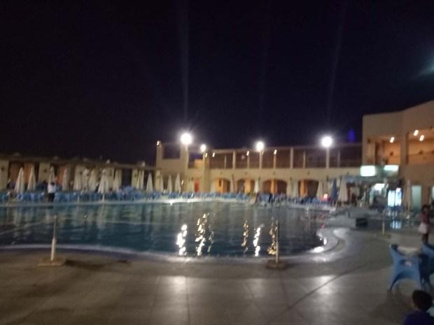 حمام السباحة الترفيهى نادى الزهور التجمع الخامس 1