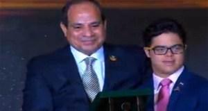 السيسى يكرم محمد الحسينى