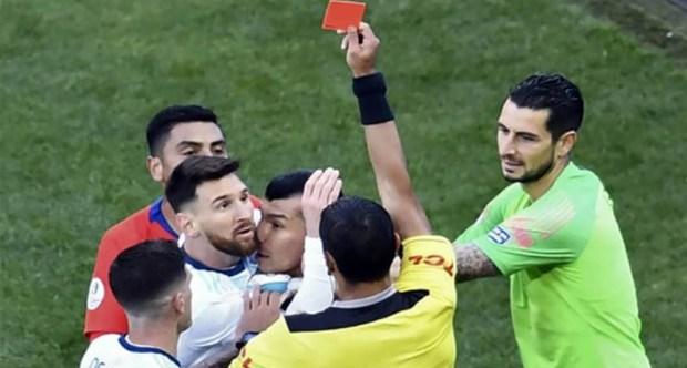 طرد ميسي من مباراة الارجنتين وتشيلي