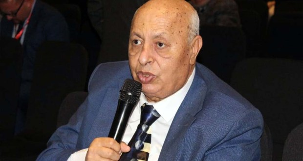 الدكتور محمد نبيه الغريب استاذ متفرغ بقسم أمراض النساء والتوليد بكلية الطب جامعة طنطا