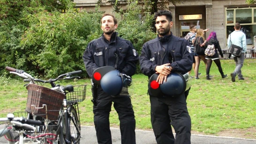 Policemen watching the Berliner love parade on Frankfurter Allee, Berlin (Photo: Ahmed Yacoub)