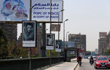 "The streets of Cairo decorated with the welcome banners of the ""Pope of Peace in Egypt of Peace"" 2017 (source: Youm7)"