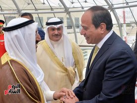 2017-05-07 President El-Sisi Welcomed in Kuwait Airport by Emir Al-Sabah and Kuwaiti officials 01 Youm7 107842