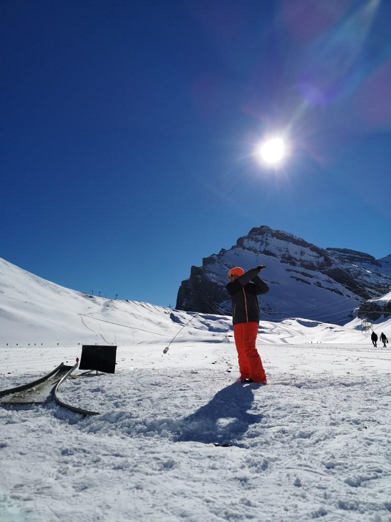 Hornussen bei idealen Winterbedingungen
