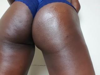 Big Ass ebony jiggly ass shaking