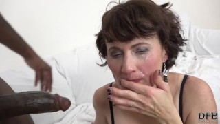 Interracial fuck for granny that wants anal sex and pussy fingering