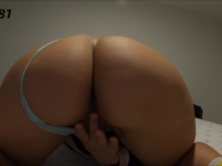 she with the huge ass, masturbates her pussy and has a pure morning orgasm