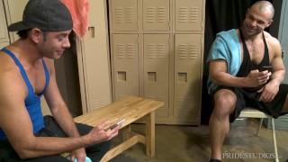 MenOver30 - Two Hunks Match On Grindr In Same Locker Room