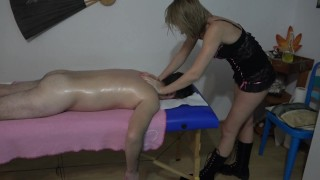 Massage worker gets her ass fucked and screams like crazy