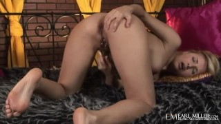 Blonde Babe Sandy Summers Takes Her Wet Pussy To The Limit!