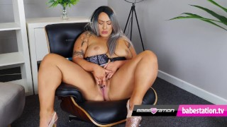 British BBW Danielle Louise plays with her pussy on Babestation