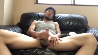 【HD あえぎ声】中年がソファーであえぎながらオナニー!最後に濃厚精液をしっかり採取