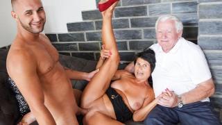 Husband licks cum of his wife Yvetta