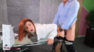 The Secretary Was Hard Fucked By Her Boss In The Office And Got Creampie