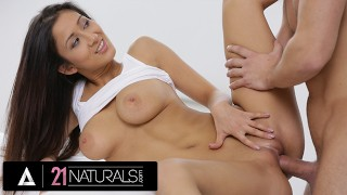 21 NATURALS - Naturally Busty Darcia Lee Lathers Up For The Best Morning Sex