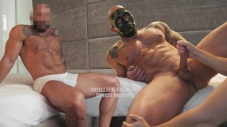 Skinny twink jerks off huge bodybuilder for some cash @WorldStudZ