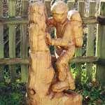 Aus Douglasienholz mit der Motorsäge geschnitzt