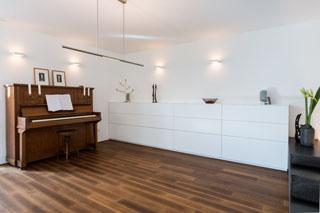 wohnzimmer hell sideboard aus weisslack mit grossen schubladen fur stauraum schreiner eichenhaus aschaffenburg babenhausen