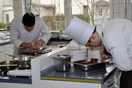 In den drei Lehrküchen des Kaller Berufskolleg Eifel herrschte am Samstag große Betriebsamkeit. (Bild: Reiner Züll)