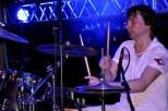 """""""Flieger""""-Drummer Dirk Rosenbaum rettet den Auftritt von Spirit of Smokie, nachdem deren Schlagzeuger und Smokie-Urgestein Ron Kelly im Euskirchener Parkhotel einen Schwächeanfall erlitten hatte. (Foto: Reiner Züll)"""
