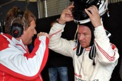 Helm ab zum Ausspannen: Die Strapazen seines Renneinsatzes sind Felix Baumgartner nicht anzumerken. (Foto: Reiner Züll)