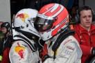 """""""Gib Gas Werner"""" - Felix Baumgartner links beim Fahrerwechsel mit seinem Teamkollegen Marco Werner. (Foto: Reiner Züll)"""