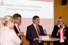 Begeisterung bei den Spendenempfänger: Die Kreissparkasse Euskirchen hat insgesamt über 400 000 Euro ausgeschüttet. Bild: Tameer Gunnar Eden/Eifeler Presse Agentur/epa