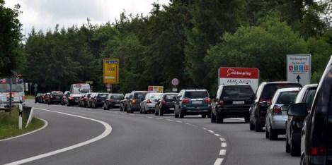 Kilometerlange Staus auf der B 258 in Richtung Nürburgring. Bild: Reiner Züll